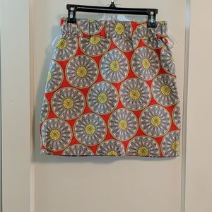 Mini skirt with floral looking geometric.